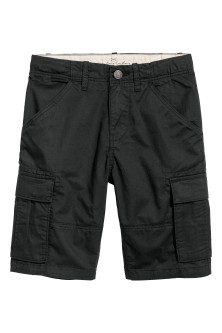 Knee-length cargo shorts