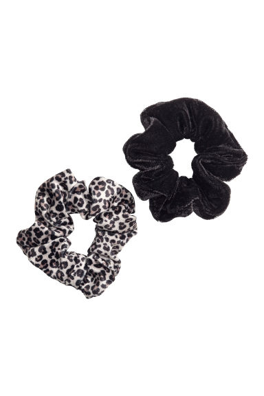 2-pack velour scrunchies - Black/Leopard print - Kids | H&M CN 1