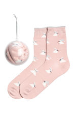 Socks in a Christmas bauble - Powder pink/Rabbit - Ladies | H&M 1