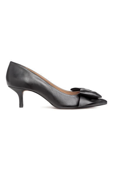 Court shoes with a bow - Black/Leather - Ladies | H&M