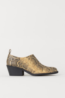 Snakeskin-patterned boots