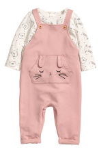 Top and dungarees - Powder pink/Natural white - Kids | H&M CN 1