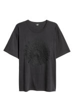T-shirt with embroidery - Dark blue - Men | H&M CN 2