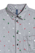 Christmas-print shirt - Dark grey/Patterned - Men | H&M IE 3