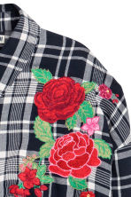 Shirt with embroidery - Dark blue/White checked - Ladies | H&M 3