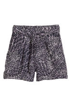 Shorts with a tie belt - Black - Ladies | H&M 2
