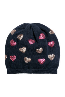 Fine-knit hat with sequins