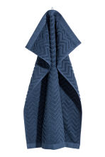 Jacquard-patterned towel - Dark blue - Home All | H&M IE 1