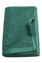 Check-weave bath towel - Dark green - Home All | H&M GB 2