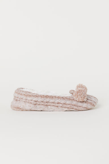 Cable-knit slippers Model