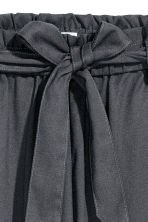 Trousers with a tie belt - Dark grey - Ladies | H&M CN 3