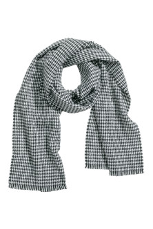 Dogtooth-patterned scarf