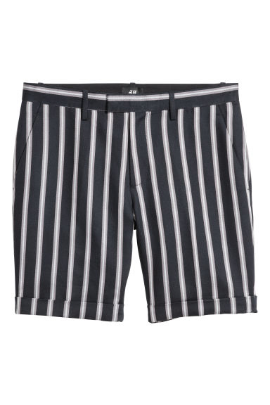 Linen-blend city shorts - Black/Striped - Men | H&M