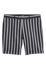Linen-blend city shorts - Black/Striped - Men | H&M 2