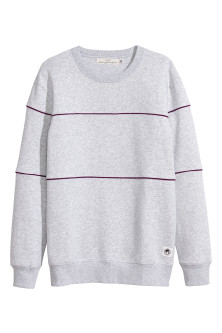 Sweatshirt with piping