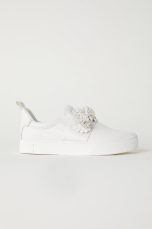 Trainers with appliqués
