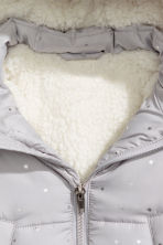 Padded jacket with a hood - Light grey/Stars -  | H&M CN 2