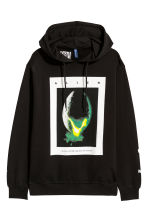 Printed hooded top - Black/Alien - Men | H&M IE 2