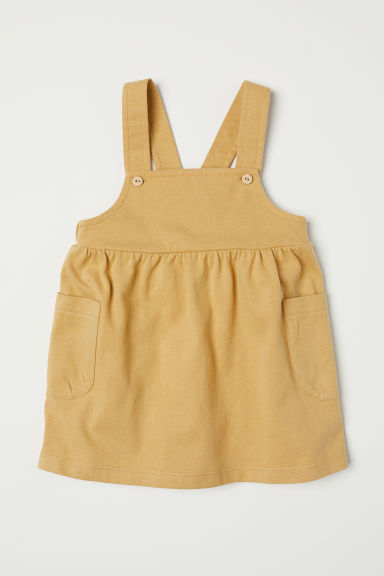 Cotton dungaree dress Model