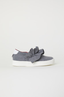 Slip-on Shoes with Ruffle