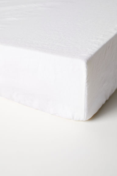 Washed linen fitted sheet - White -  | H&M GB