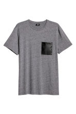 T-shirt with a chest pocket - Dark grey marl - Men | H&M CN 2