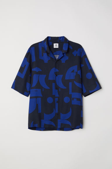 Short-sleeved lyocell shirt - Blue/Black patterned - Men | H&M