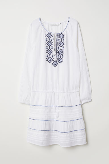 Embroidered cotton dress Model