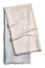 Large scarf - Natural white/Block-coloured - Ladies | H&M GB 1