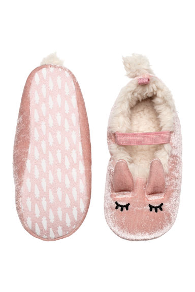 Soft slippers Model