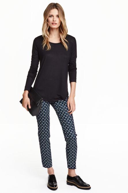 pantalons femme d couvrez les derni res tendances en ligne ou en magasin h m. Black Bedroom Furniture Sets. Home Design Ideas
