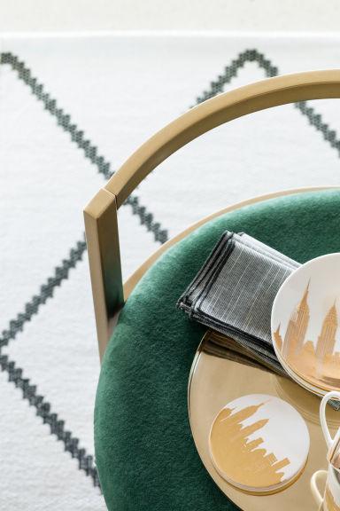 tapis en coton tiss jacquard blanc noir motif home all h m fr. Black Bedroom Furniture Sets. Home Design Ideas