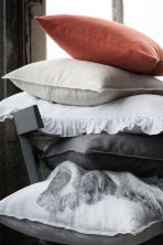 taie d 39 oreiller en lin blanc home all h m fr. Black Bedroom Furniture Sets. Home Design Ideas