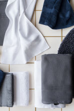 Bath mat - Dark grey - Home All | H&M GB 1