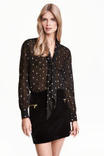 Crinkled chiffon blouse - Black/Patterned - Ladies | H&M GB 1