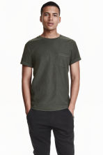 T-shirt with a chest pocket - Dark mole - Men | H&M CN 1
