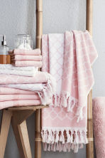 Jacquard-weave bath towel - Light pink - Home All | H&M GB 1