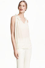 Top with a frilled collar - Natural white - Ladies | H&M CN 1