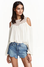 Cold shoulder blouse - Natural white - Ladies | H&M CN 1