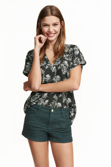 Twill shorts - Dark green - Ladies | H&M GB 1