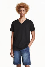 V-neck T-shirt - Black - Men | H&M CN 2