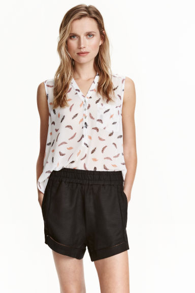 Shorts in a linen blend - Black - Ladies | H&M CN 1