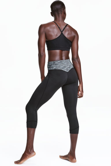 3/4-length yoga tights Model