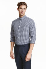 Easy-iron shirt - Dark blue/Checked - Men | H&M CN 1