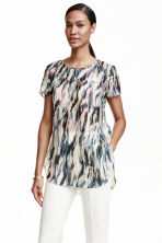 Blouse in a silk blend - Natural white/Patterned - Ladies | H&M CN 1