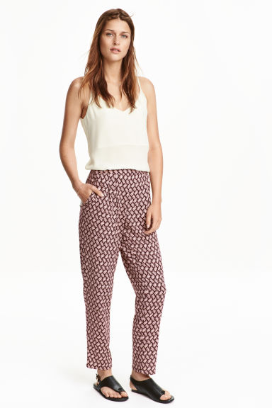 Trousers Loose fit - Black/Patterned - Ladies | H&M CN 1