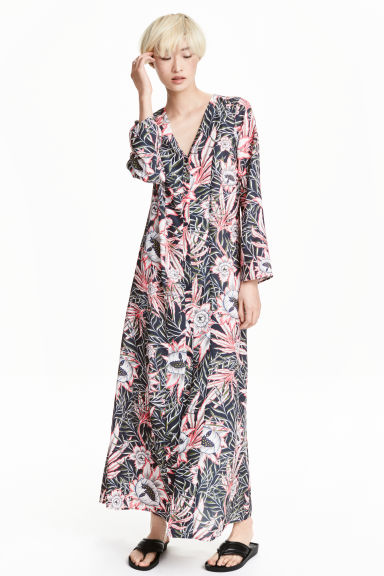 Patterned maxi dress Model