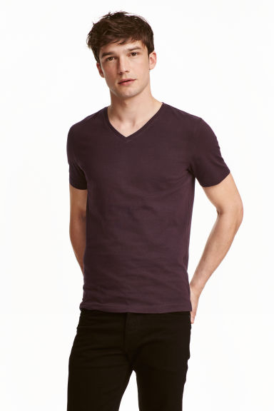 V-neck T-shirt Slim fit - Dark plum - Men | H&M CN 1
