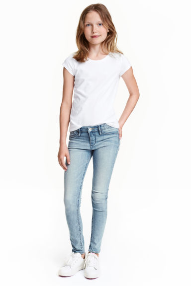 Superstretch Skinny Fit Jeans Model