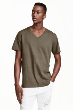 V-neck T-shirt - Khaki green - Men | H&M CN 1
